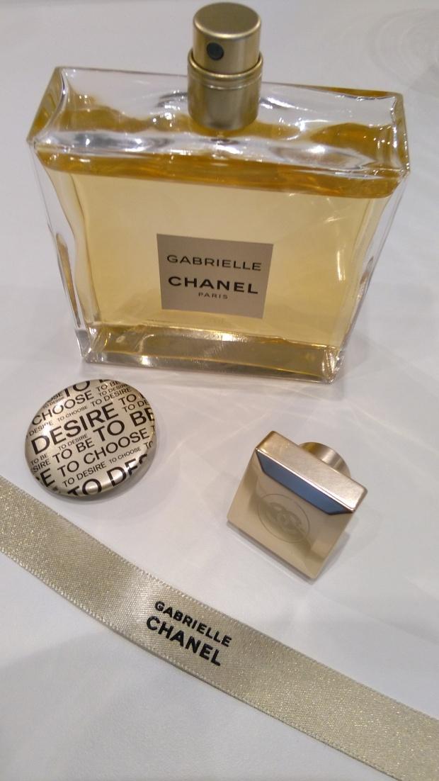 flatlay - gabrielle chanel - espace gabrielle Chanel - London - champagnetwist.com